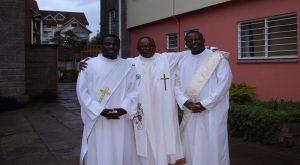 ( Au centre le père Loua et de gauche à droite: les diacres R. Gbèdolo   et J.A. Touloulou)