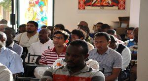 Plusieurs participants à la messe
