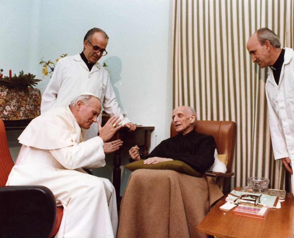 Jean Paul II meeting Arrupe after stroke