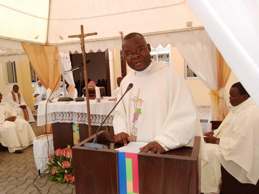 Père Mathieu Ndomba SJ