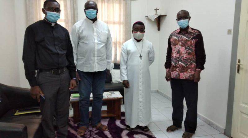 Les jésuites de Lomé avec Mgr Barrigah